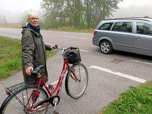 Vägs ände. Ann Bokéus saknar en fortsättning på cykelbanan från Enhagen/Ekbacken till Tidö-Lindö.Foto: Yngve Fredriksson