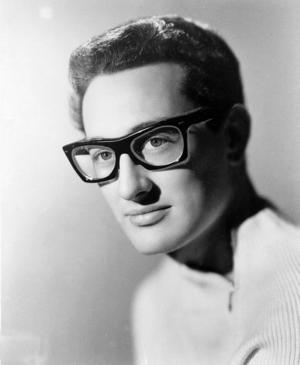 Buddy Holly, som så tragiskt avled i en flygplanskrasch 1959, blott 22 år ung.Foto: AP/Scanpix