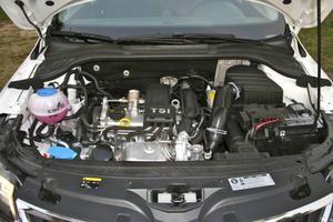 1,2-liters TSI med 105 hästkrafter fixar vardagskörningen. Ytterligare två bensin- och två dieselmotorer finns att välja bland.Foto: Helena Lundberg