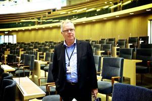 Anders Ahlgren tog upp landshövding Maria Norrfalks kritik mot de nya bredbandsreglerna med it-ministern i riksdagen.