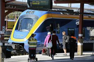 Norrtåg borde revidera och verklighetsanpassa tidtabellen och inte utsätta resenärer för ständigt återkommande irritation över inställda tåg, skriver skribenten.