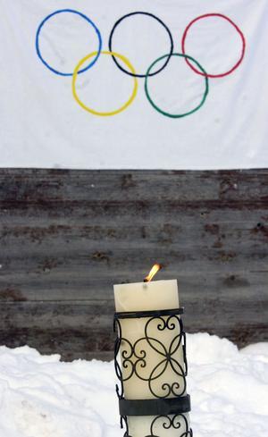 På torsdagsmorgonen tändes den olympiska elden vid Runemo skola. Alla svor sedan den olympiska eden innan vinterspelen startade.