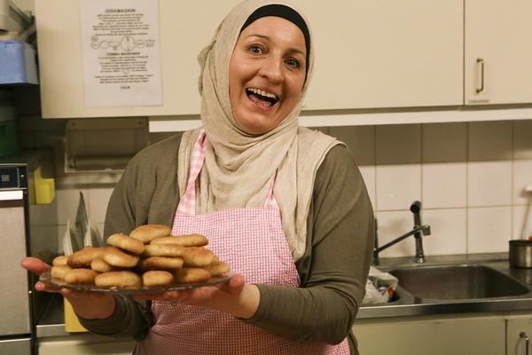 Lejla Kunic med sina bosniska kakor, de kallar den