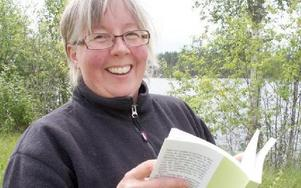 Christina Ohls hade för säkerhets skull tagit med sig floraboken.FOTO: KERSTIN ERIKSSON