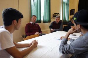 Ali Khadem och Rouholan Mousavi, närmst i bilden, diskuterade integrationsfrågor med Richard Brännström och Jonny Mill.