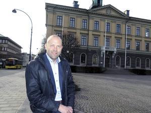 Näringslivschefen Johan Tunhult vill ha mer samarbete mellan förvaltningar för att underlätta företagarnas kontakter med kommunen.