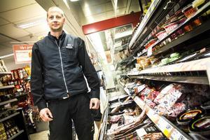 Tobias Mattsson i Sandarne kommer inte köpa in fler danska fläskfiléer till butiken.