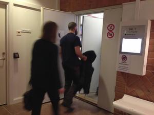 Åklagare Malin Olsson Almquist har i första hand åtalat mannen för dråp.