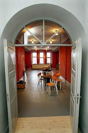 Foto: LASSE WIGERT Nymålat. På tredje våningen finns ett rum för små teateruppsättningar medan de större får hålla till i gymnastiksalen.