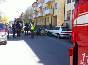 En kvinna på moped skadades vid kollisionen på Sturegatan i Örebro.