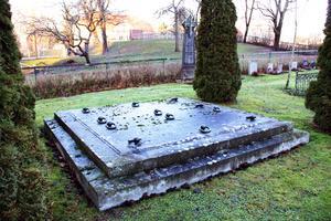 Graven. Christian Aspelin är begravd i den stora familjegraven närheten av Västanfors kyrka.