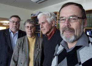 Håkan Rönström (M), Ann-Marie Svala (FP), Göte Bohman (MP) och Kent Sjöberg (KD) har undertecknat begäran om laglighetsprövning. Det har även Sven Bergström (C), som inte är med på bilden.