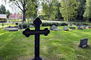 Den första markerade graven på kyrkogården uppfördes 80 år efter den sista avrättningen.