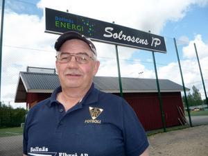 Christer Eriksson, ordförande i Bollnäs GIF/FF, drömmer om Solrosens IP som ny bas för den lokala fotbollen.