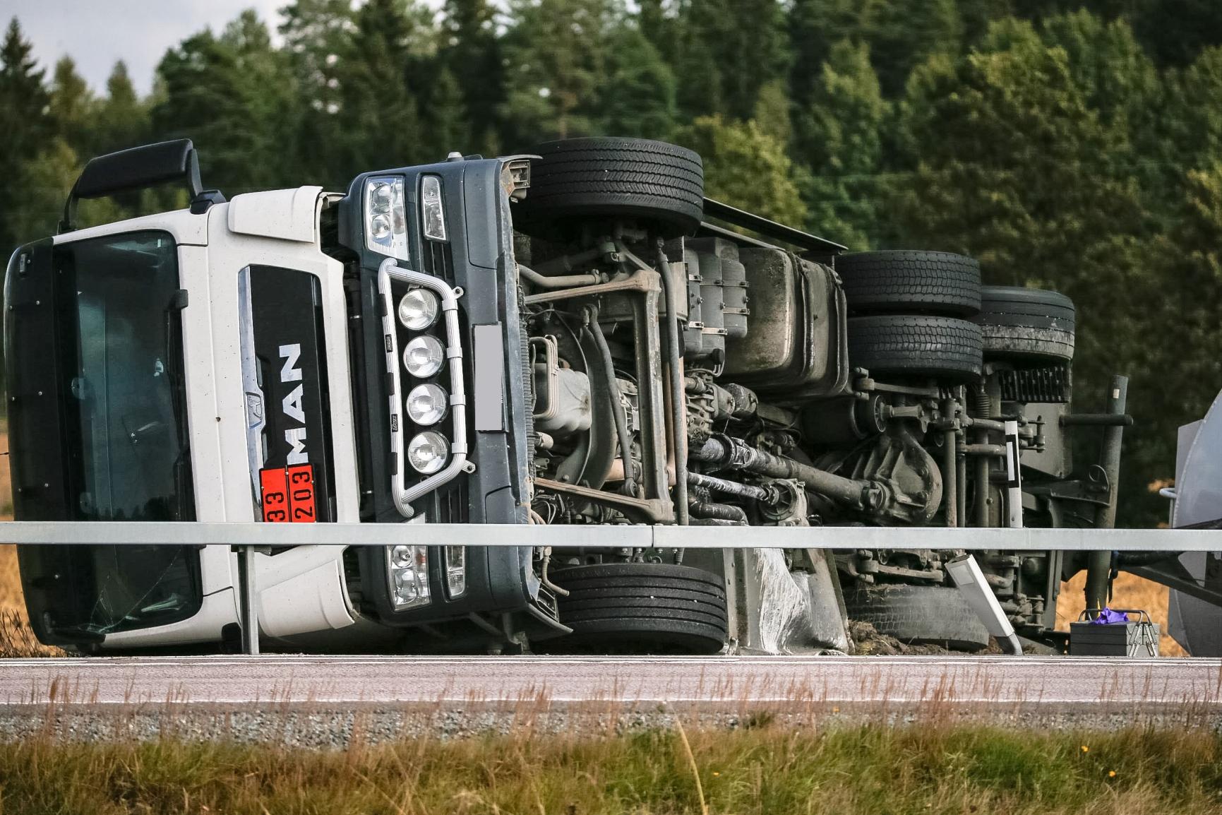 Tankbil valte utanfor orebro