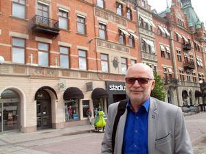Svenåke Boström skriver räddningstjänstens historia i romanform.