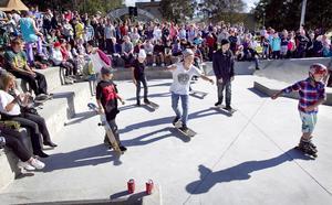 Kort efter invigningen vällde stora delar av publiken in på betongparken.