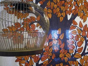 1970-talets progressiva tankar om kriminalvård speglades i försök på Gävlefängelset. De intagna kunde fåglar som husdjur och inredningen var färgglad.