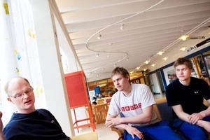 Elektrikerna Anders Johansson, Joakim Fröjd och Jimmy Fröjd tror att parterna kommer överens innan strejkvarslen bryter ut