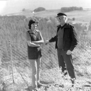 Fanny och Karl-Erik Östberg på Avholmsberget 1981.