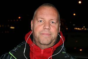 Patrik Viklund, Kramfors:– Ja julstakar, julstjärnor, gardiner och tänt det första adventsljuset.