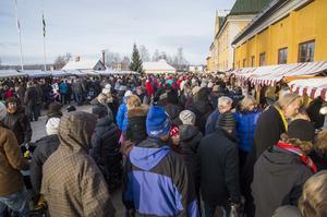 Förra årets publikrekord på 14 000 besökare slogs med råge i år vid julmarknaden vid Gruvan.