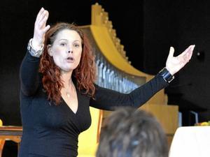 Inspiratör. Föreläsaren Julia Rosqvist pratade inspirerande och med mycket humor om bland annat kroppsspråk.