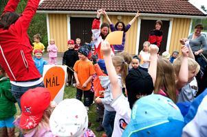 Förskolan Skutudden i Hosjö går baklängesmarschen 2010.