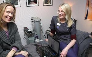 – Härligt att få jobba hemma i Rättvik, säger Anna Tholén. Till höger: Susanne Nallgård.