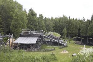 medeltida. Nya lapphyttan är en rekonstruktion av den medeltida järnframställningsplats som hittades vid en arkeologisk utgrävning norr om Olsbenning på 1970-talet.Foto: Robin Högberg