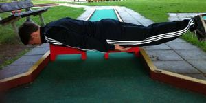 Överallt kan man testa planking.