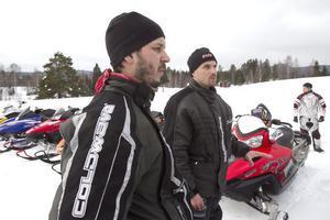 Markus Krans och Erik Larsson hade kört från Bergsjö och de är med i Nordanstigs skoterklubb.