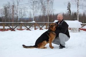 Magnus Strömberg med hund.
