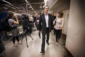Varmt och svettigt bland underställ i merinoull när Sveriges ledande politiker valde studiebesök hos Woolpower.