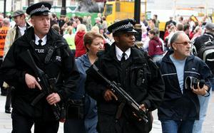 Dagarna efter terrorangreppen 2005 var de jovialiska, obeväpnade klassiska brittiska poliserna