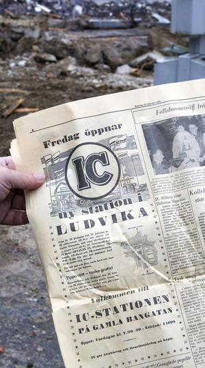 Inför mackens invigning den 21 och 22 februari 1958 hade IC en stor annons i Ludvika Tidning. Öppnandet firades med bland annat korvbjudning, chans att tanka gratis och aktiviteter för barnen.