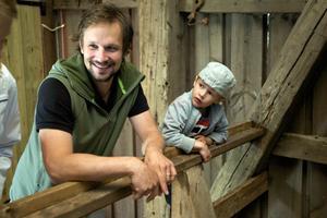Bebban Pihlblad, ljustekniker, tog med sin fyraårige son till invigningen.– Fränt, var Gustavs korta och konkreta kommentar om schaktet.