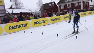 Team Torsbys slutman Marcus Lennartsson på väg in i mål på Stafettvasan.