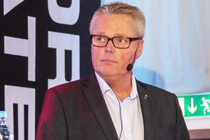 """Landshövding Jöran Hägglund framhöll att det även i ett Sverige med stora regioner behövs ett ekonomiskt utjämningssytem, gärna helt statligt. """"Det kanske skulle vara mer robust""""."""