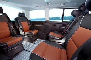 Rena limousinen, om man väljer den här luxuösa interiören. Men glöm inte beställa krockkuddar och krockgardiner bak, de ingår nämligen inte i standardutrustningen.