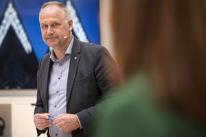 Jonas Sjöstedt (V) skäms över flygplatsbygget i Sälen.