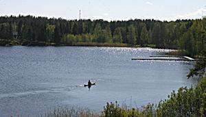 Sju tomtplatser med sjöutsikt är till salu intill Färssjöns strandkant.