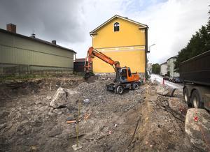 Byggherrens Robert Fredriksson, Hudiksvall, bygger nya lägenheter i kvarteret Gamla skolan, granne med Wallnersgården.