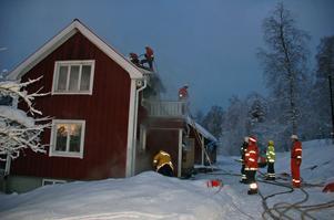 Räddningsarbetet koncentrerades till husets övervåning.