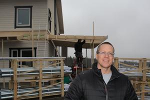 Rickard Ek ska flytta in i det nya huset med sambo och två barn.
