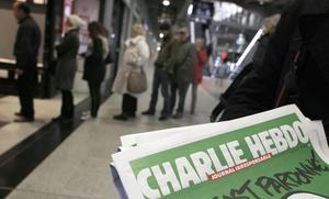 Charlie Hebdo sålde slut på mindre än tio minuter.   Foto: Christophe Ena/AP/TT