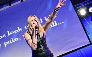 TessaRoslund är en av dem som sjunger i karaokefinalen på Liljan på onsdagskvällen. Foto: Emelina Forsberg