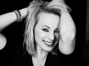 Sångerskan Louise Hoffsten är aktuell med albumet