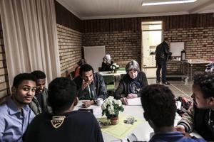 Under 2015 kraftsamlade såväl Krokoms kommun som frivilliga i arbetet med etableringen av nyanlända. Två gånger i veckan ordnade frivilligarbetare i Föllinge språkcafé. Nu tycker kommunen att kvoten nyanlända till kommunen är för låg.