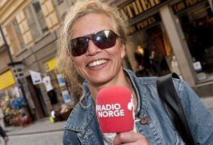 Utländska medier. Christina Neumann, Radio Norge, är en av hundratals utländska journalister som bevakar bröllopet med ord, bild och ljud.